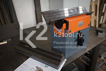 Ручной кромкорез для небольших заготовок NKO B3. Рабочая площадка