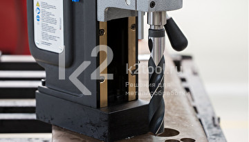 Автоматический магнитный сверлильный станок BDS MAB-825 V в работе