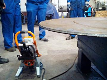 Обработка криволинейной поверхности автоматическим фаскоснимателем UZ-12