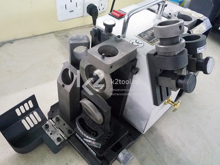 Заточный станок для концевых фрез и спиральных сверл GD-313A