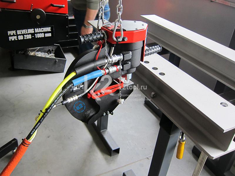 Пресс-перфоратор гидравлический Promotech Pro 110 HP закреплен на станине